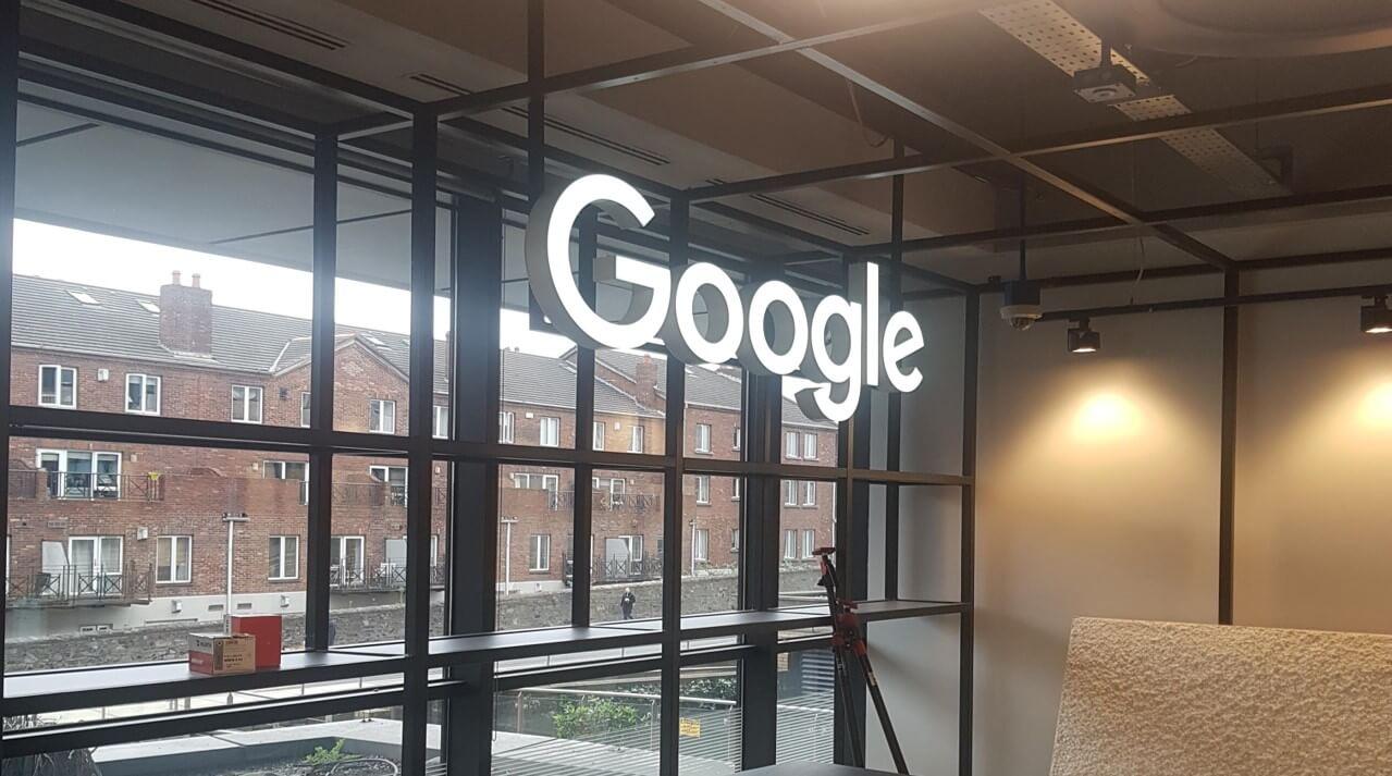 Illumiated hanging google sign